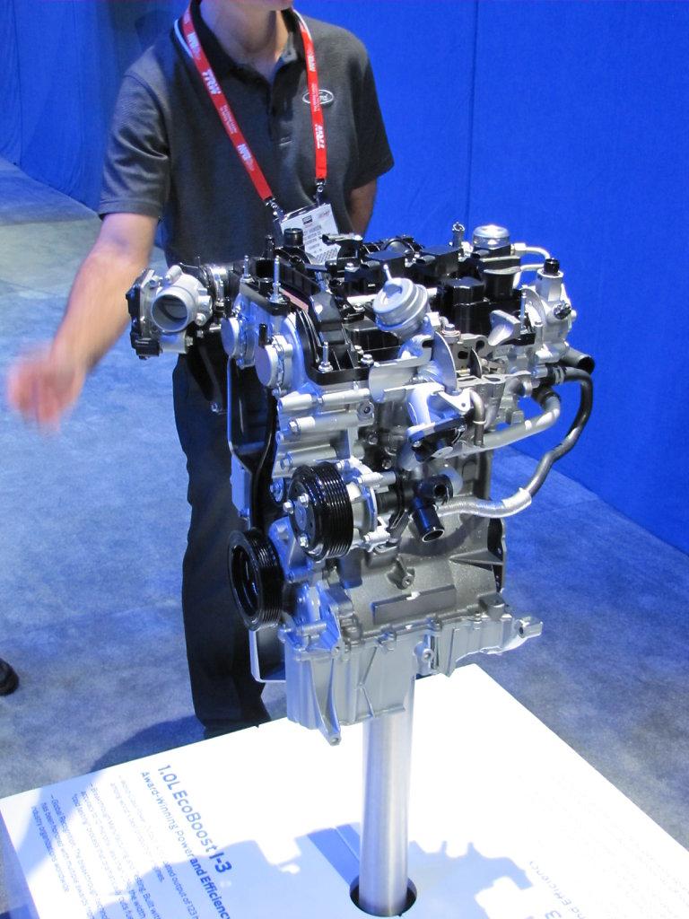 Ford-3-Cylinder-Engine2.JPG